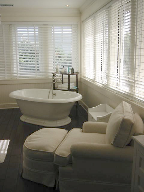 Luxurious Bathroom With A Modern Central Bath Tub And Hardwood Floor