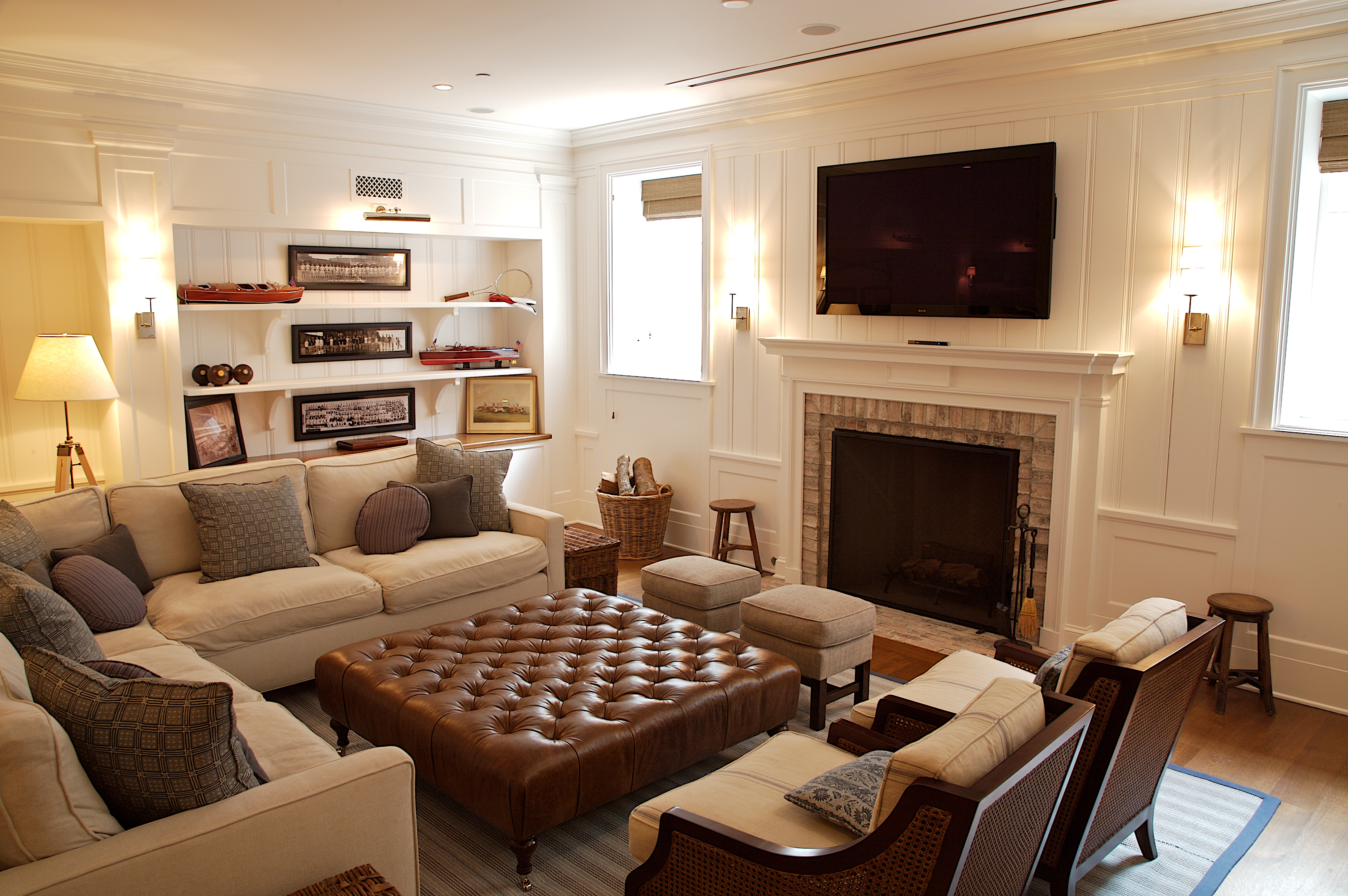 House wedding preppy vardagsrum for Living room ideas with sectionals and fireplace