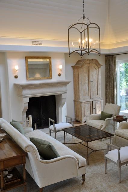 A peaceful living room design velvet linen for Peaceful living room ideas