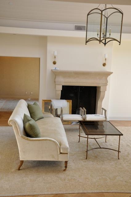 Gi Room Design: A Peaceful Living Room Design