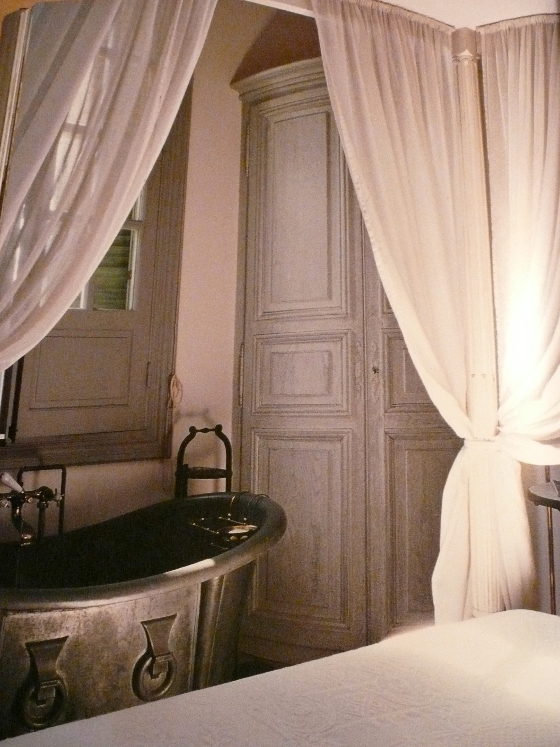 Patina style romantic bedroom - P1010161