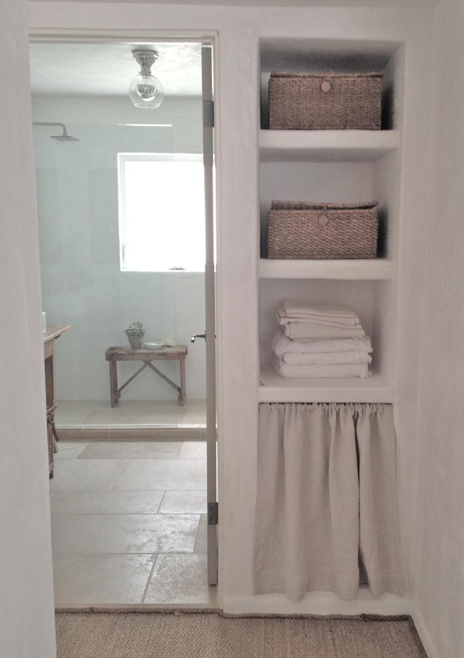 Open shelving in bathroom - Img_1431_2