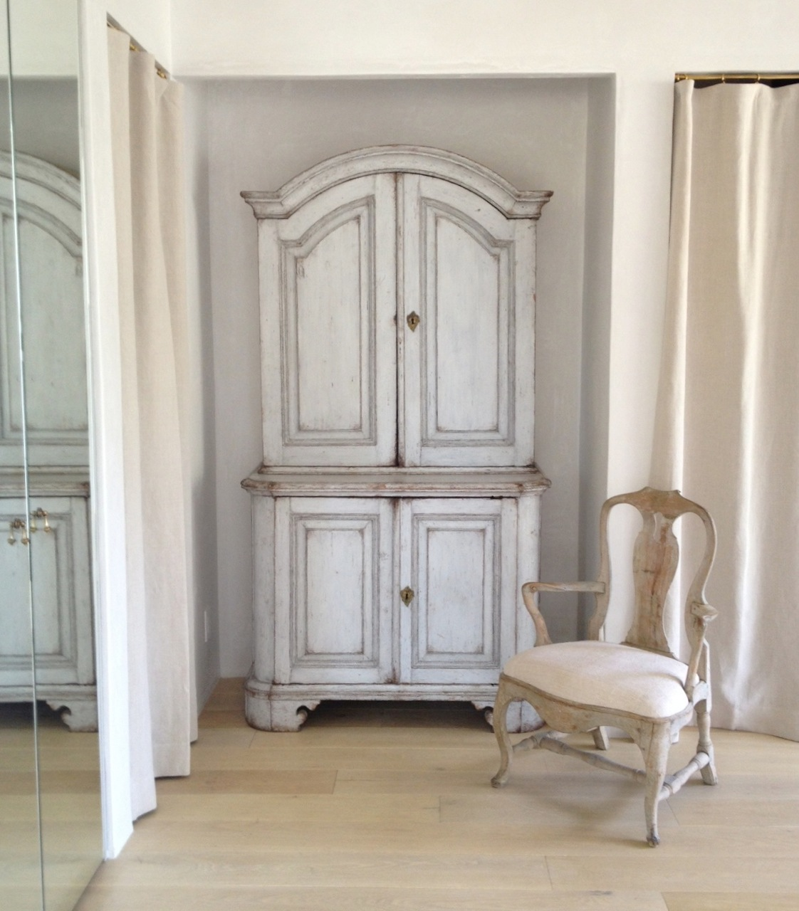 Ideal Velvet and Linen Patina Farm Master Bathroom