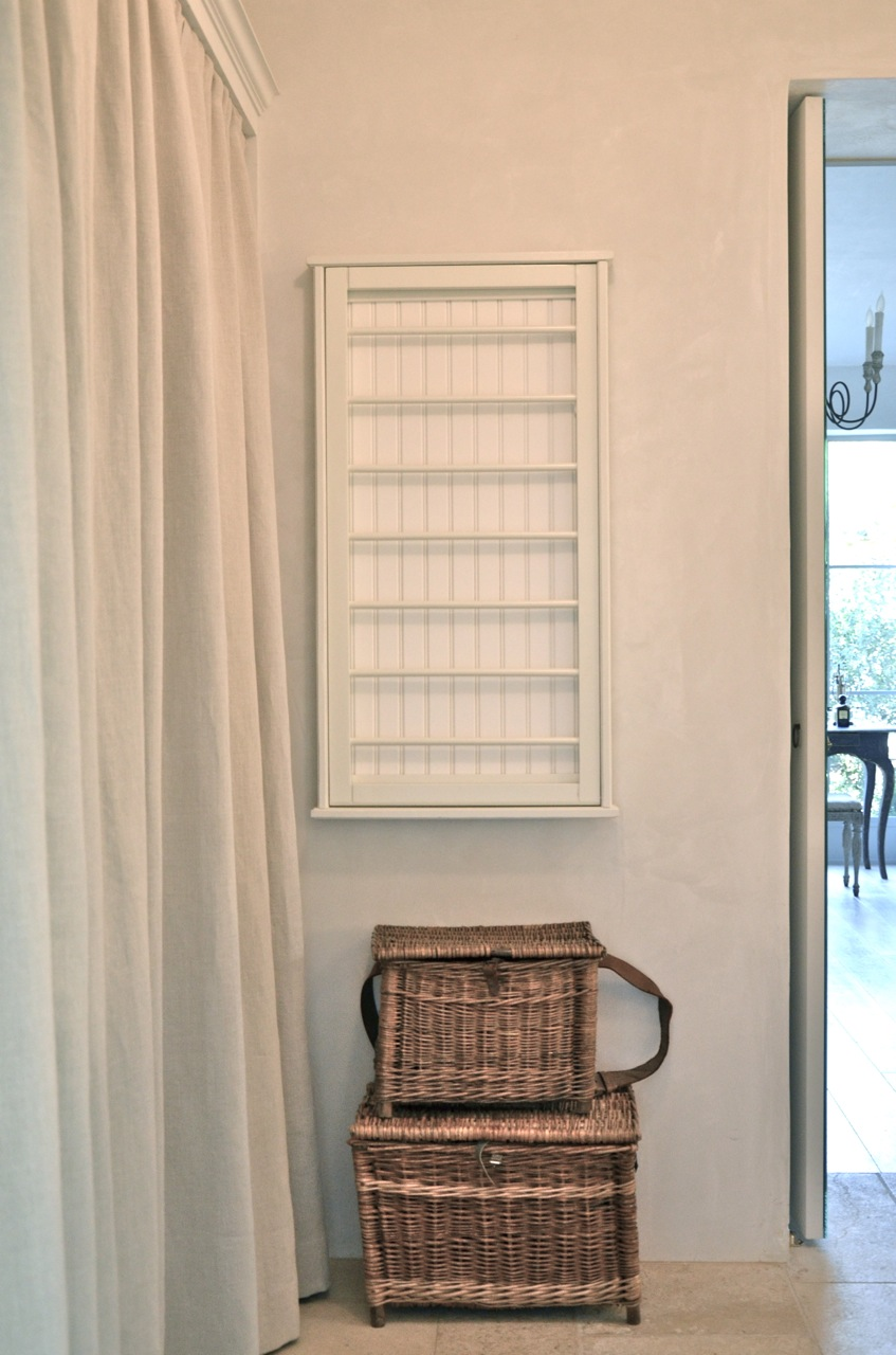 French baskets for storage in a modern farmhouse laundry room. #frenchbaskets #vintagebasket